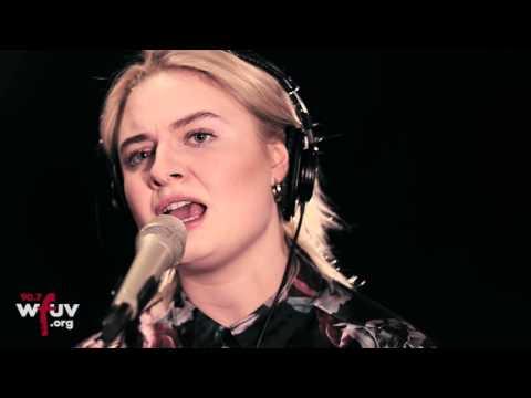 """Låpsley - """"Love is Blind"""" (Live at WFUV)"""