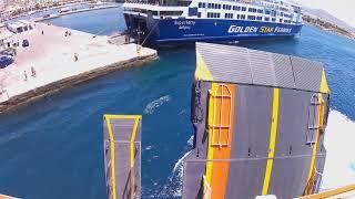 Άφιξη στο λιμάνι της Νάξου με το Blue Star Paros