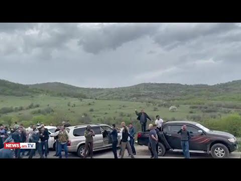 Շուռնուխցիները ձվերով հարվածում են Փաշինյանի ավտոշարասյանը