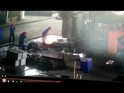Chinese factory accident - working conditions - no safety - caught on camera - idiot at work