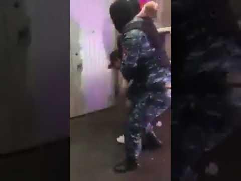 Տեսանյութ. Ինչպես են բերման ենթարկում դատավոր Աննա Դանիբեկյանին հետապնդող երիտասարդին