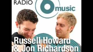 Russell Howard & Jon Richardson - Sniffing Books