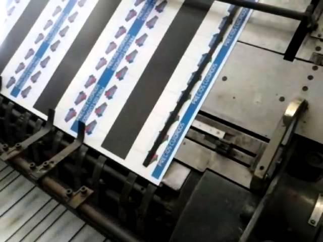 Troqueladora plana automatica marca rhenus troquelando etiquetas!