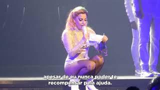 Baixar Lady Gaga lendo uma carta emocionante de um fã antes de cantar