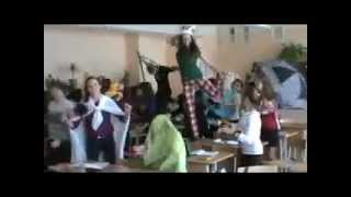 Harlem Shake In Scholl (Russian Edition)