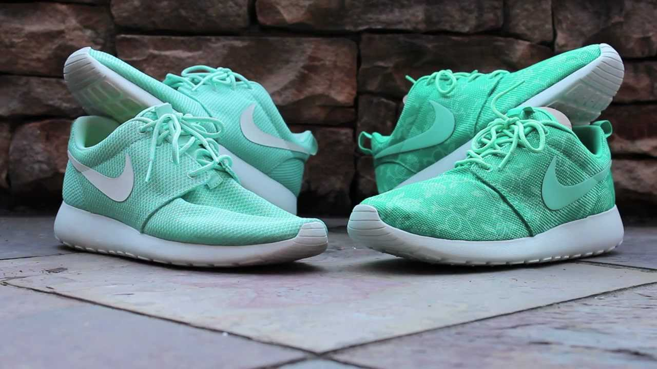 45deb9a971f2 Comparison  Nike Roshe Run - Tropical Twist vs. Atomic Teal GPX ...