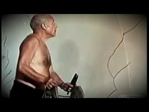 Pablo Picasso at work - ArtyAds