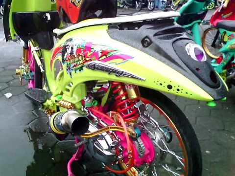 Buat yang punya motor matic, lihat ini ( Inspirasi Modifikasi Matic Honda Scoopy Thailand Look Full