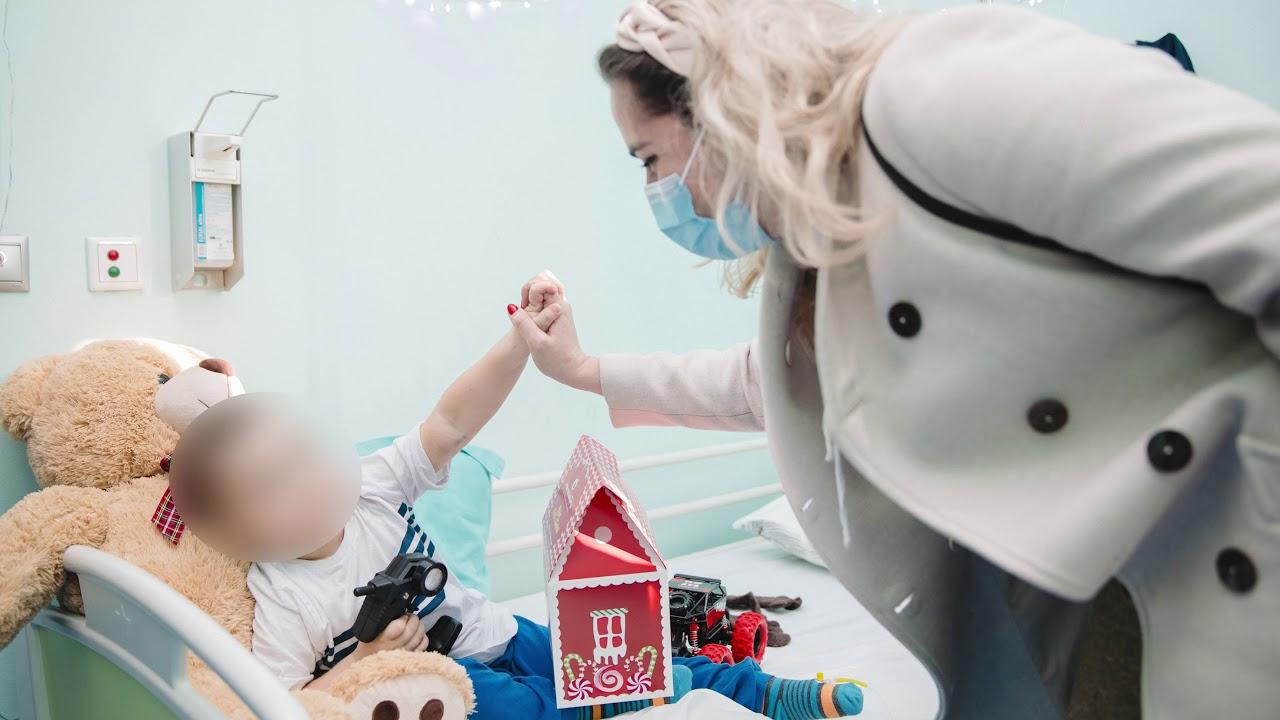 """""""Petrol Company"""", shpërndau dhurata për fëmijët në repartin e leukemisë në spitalin e Pediatrisë"""