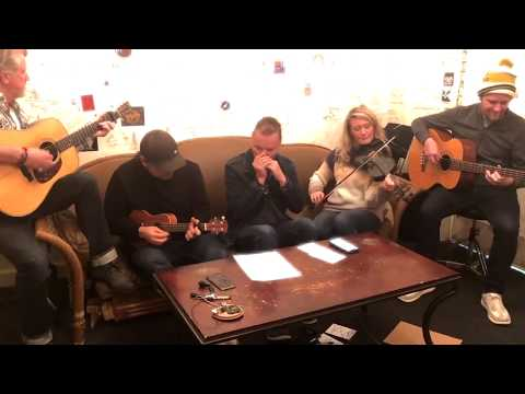 Gaelic Storm - here comes santa claus cover