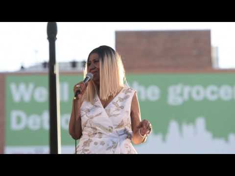 Aretha Franklin sings Sweet Sixteen at Detroit Music Weekend performance