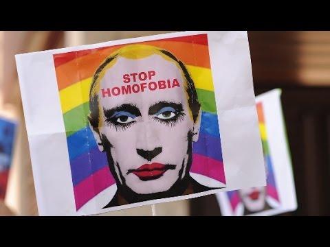 Russia bans images depicting Putin in makeup