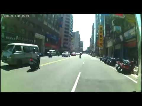 【三寶出沒】機車使用車道就是要像這樣騎好騎滿