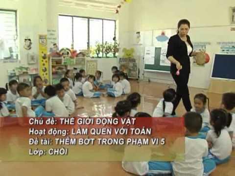 Lam quen voi toan Lop Choi mam non Hoa Hong