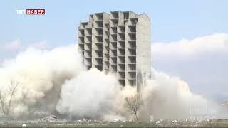 Bursa'da patlatılmasına rağmen yıkılmayan bina, bugün kendiliğinden çöktü.