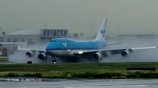 Video KLM Boeing 747-400 - Wet Runway - Reverse Thrust Spray - Landing at at Mexico City download MP3, 3GP, MP4, WEBM, AVI, FLV Juni 2018
