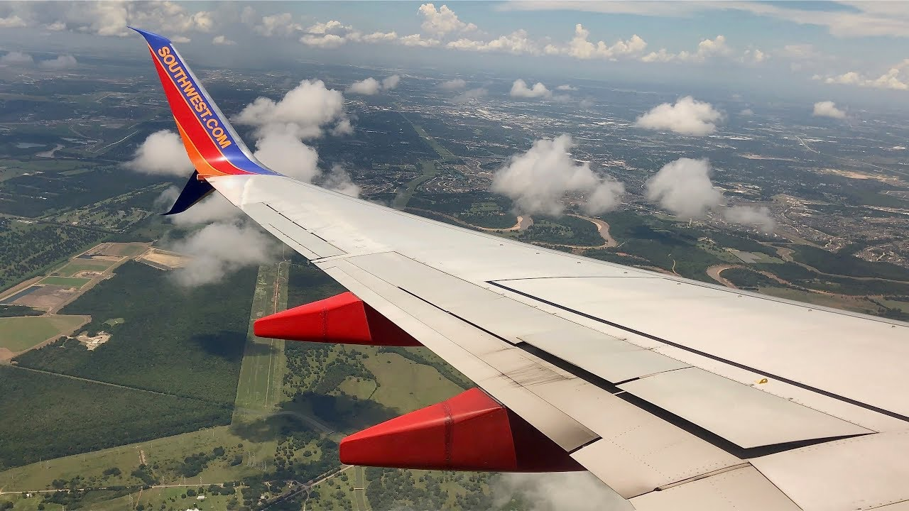 airlines that fly into naples florida