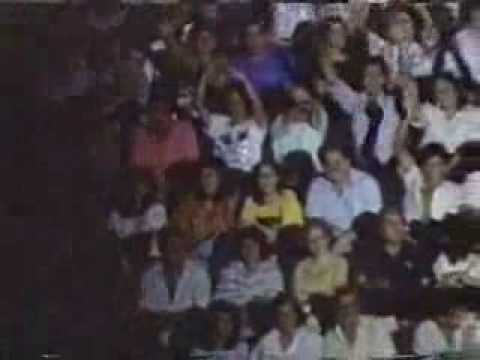 JULIO IGLESIAS SINGS LA NAVE DEL OLVIDO (LIVE IN CARACAS 1988)