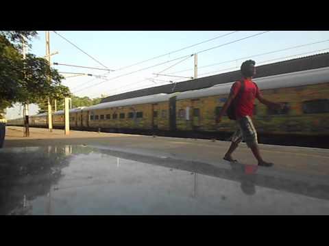 22207 Chennai Trivandrum AC SuperFast Express on Rampage