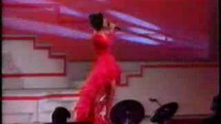 Selena cantando Ya ves en el Tejano music awards 1992