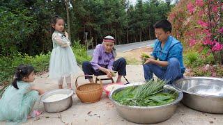 华农兄弟:新鲜的粽叶长出来了,摘点来包粽子,很香很好吃哦