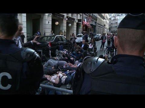 Paris 'die-in' denounces lack of wheelchair accessibility