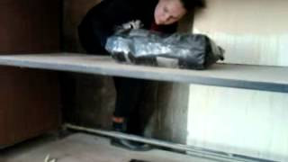 Девку запихнули за шкаф и не выпускают!.mp4