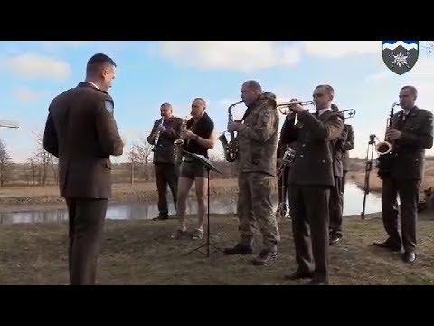 Телеканал НТК: Військові пірнали в ополонку