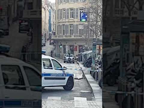Stop stop Marseille vieux port se matin