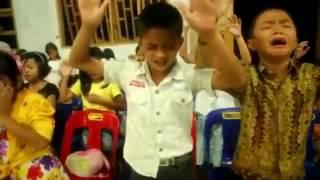 Voilà la véritable effusion de lEsprit SaintQue Christ bénisse ces enfants