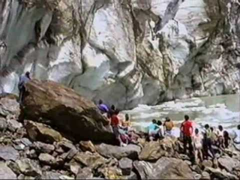 Glacier in Russia Collapses on tourists