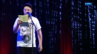 Paul Weigl im Finale der Poetry-Slam-Meisterschaft 2014
