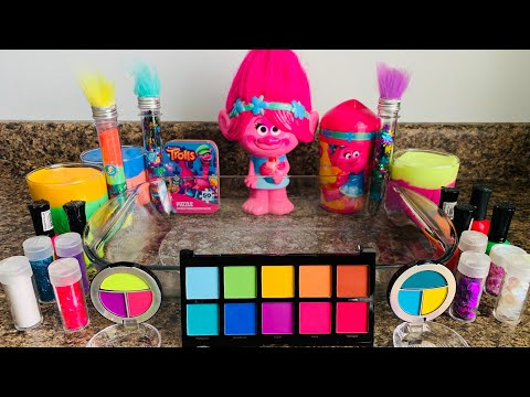 ''THEME SERIES'' TROLLS (MIXING MAKEUP GLITTER CLAY INTO SLIME)