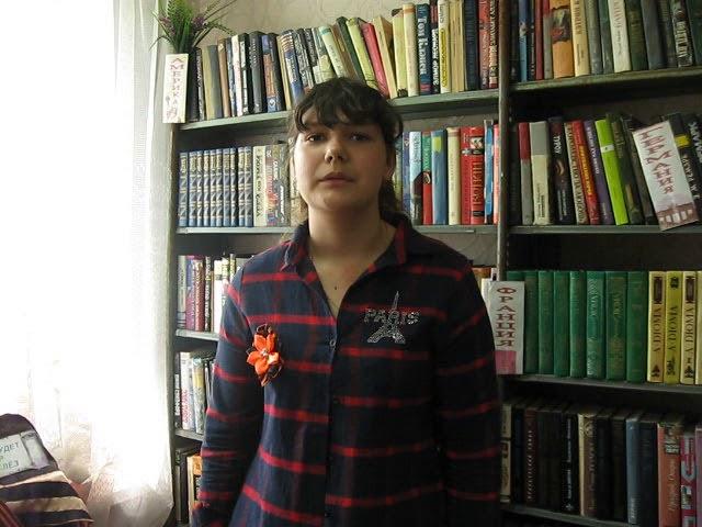 Изображение предпросмотра прочтения – ТатьянаЛивенцева читает произведение «Смерть — не как про́пасть, а смерть — как гре́бень» А.И.Солженицына