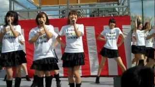 """これが吉本ガールズユニット""""つぼみ""""。あべのカーニバルにて。 2012年10..."""