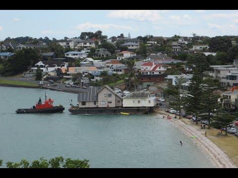 Bucklands Beach house slides onto barge 18 Dec '15 part b