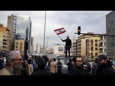 متظاهرون يقطعون الطرق الرئيسية في لبنان مع دخول الحراك الشعبي شهره الرابع…  - نشر قبل 17 ساعة