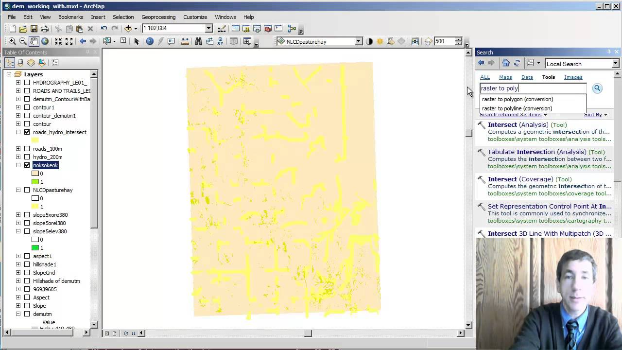 how to find out projection of spatial data in r