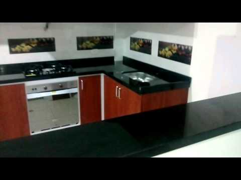 Cocina integral en melanina y mes n en granito negro san - Cocinas en negro ...