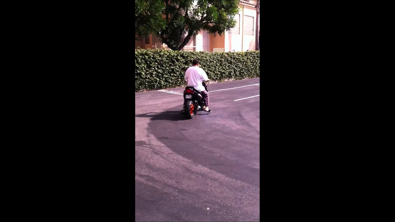 My dad ridding my yamaha bws Zuma 70cc bigbore liquid cold by teban Kulet