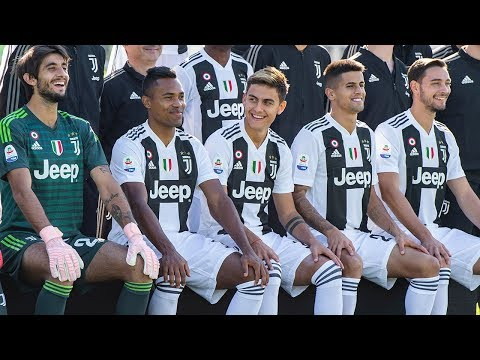 Behind the scenes of the Juventus team photo shoot!