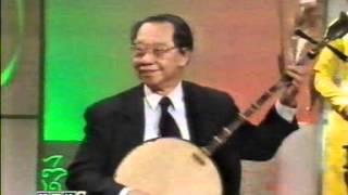 Giáo Sư Trần Văn Khê độc tấu đờn Nguyệt