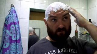 Szybkie golenie głowy .