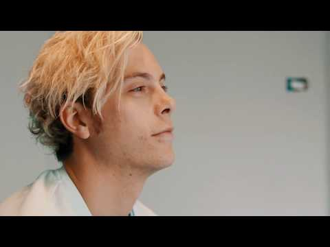 """Riker Lynch: """"I believe gratitude plays a big part in happiness"""""""