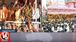 Jogini Shyamala Offers Prayers To Goddess Sri Simhavahini Mahankali | Lal Darwaza Bonalu | V6 News