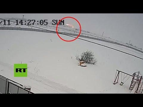 El momento en que se estrella el avión ruso An-148