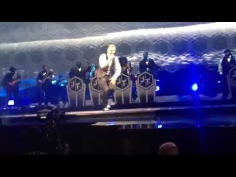 Justin Timberlake CRY ME A RIVER live in...