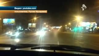 Голый мужчина устроил дорожный дебош в Челябинске(, 2016-04-19T09:37:27.000Z)