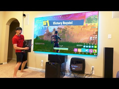 FORTNITE ON A $10,000 PROJECTOR! (120 INCHES!)