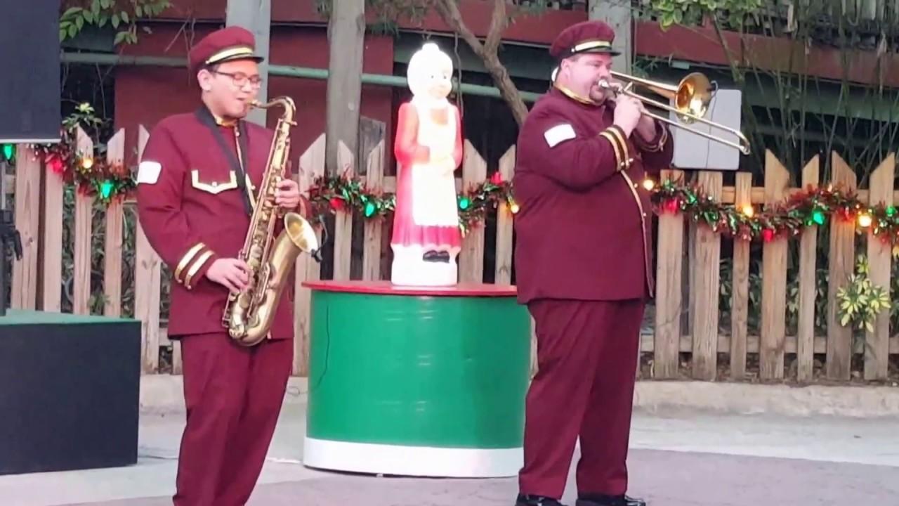 Busch gardens christmas town 2016 holiday hills band youtube for Busch gardens christmas town 2016